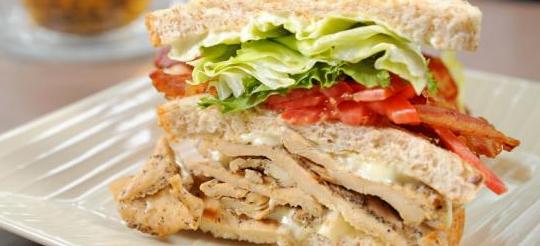 img_sandwich_de_pollo_bacon_y_huevo_58251_600
